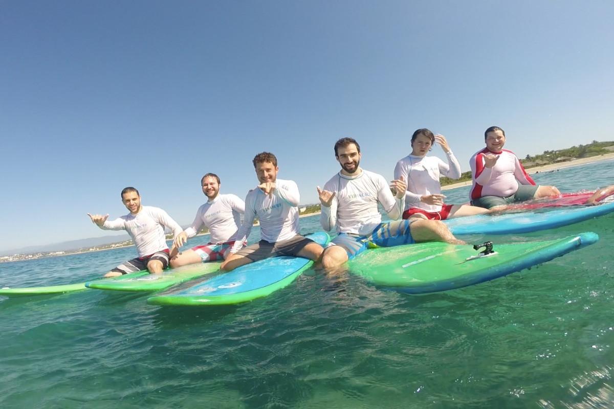 Clases de surf semiprivadas con vidasurf ecotours